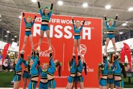 В фан-зоне наших футболистов поддерживает команда по чирлилингу «Гранд»! Вперёд, Россия!